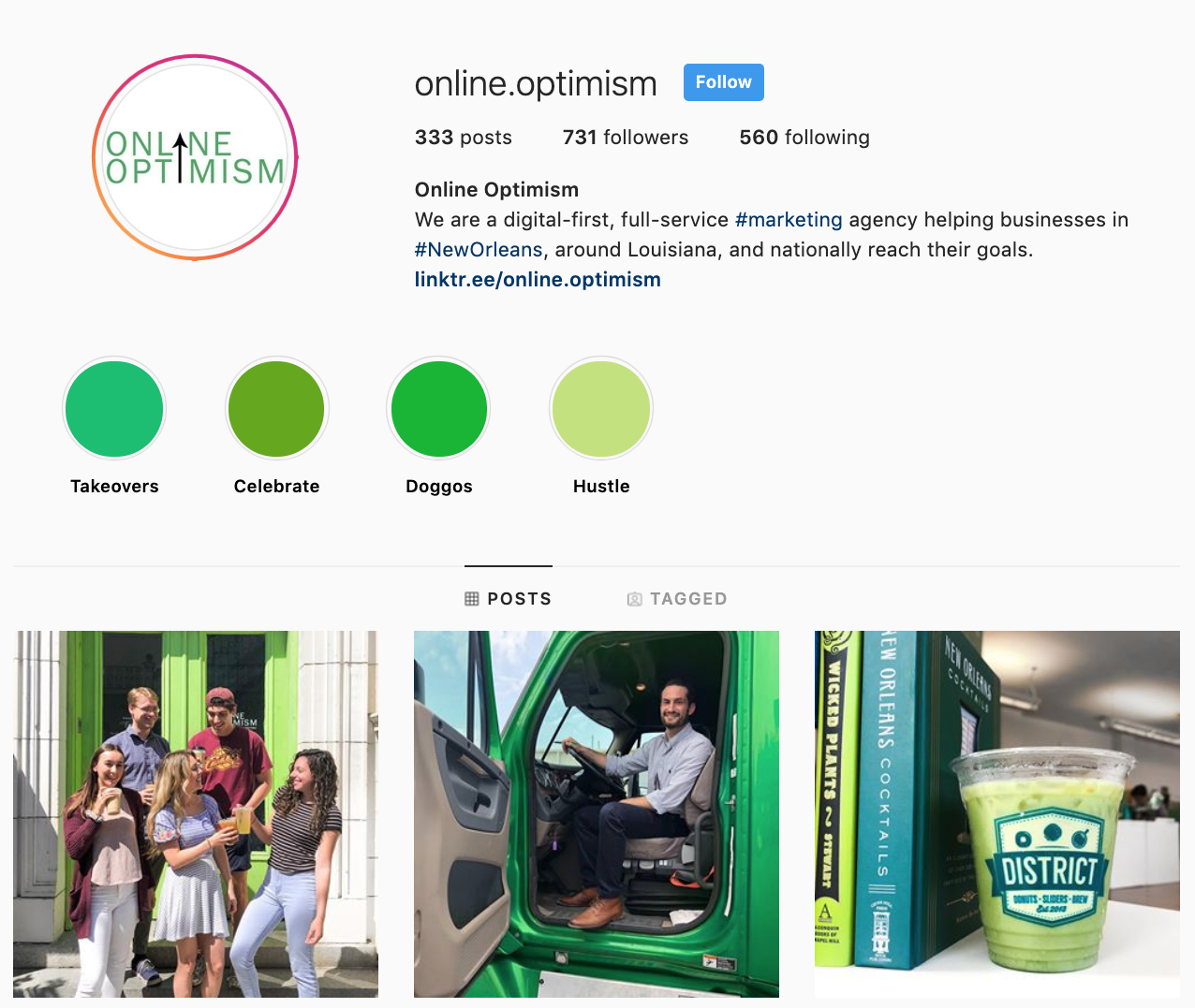 Online Optimism is a great example of Instagram Highlights for businesses that use on-brand background colors for cover photos.